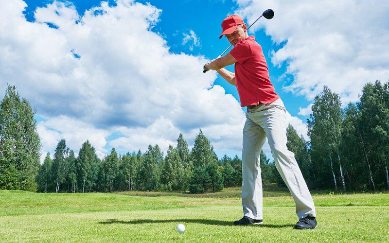 Quelle est la distance moyenne mesurée au drive des golfeurs amateurs sur le parcours ?