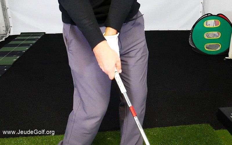 Le fait de cueillir la balle à l'impact est à opposer au fait de compresser la balle.