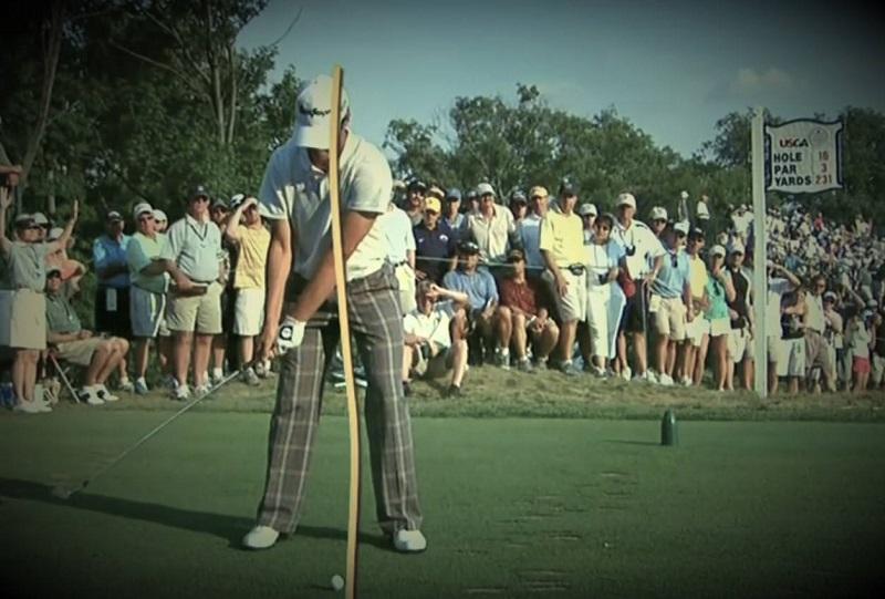 Au moment de monter le club, il incline sa colonne vers la droite mais de sorte qu'elle reste au-dessus de la balle, ce qui est le but primaire de la méthode.