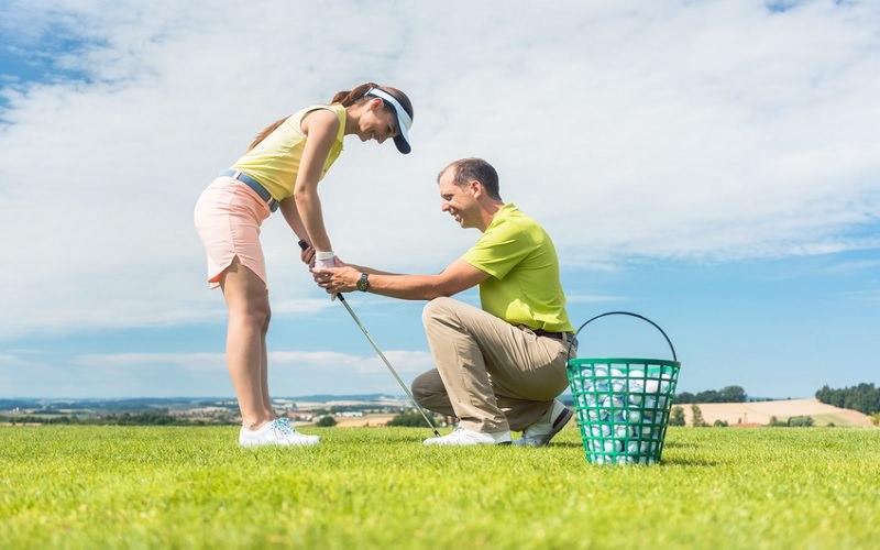 Est-ce qu'un pro enseignant de golf se juge à son niveau de score sur le parcours ?
