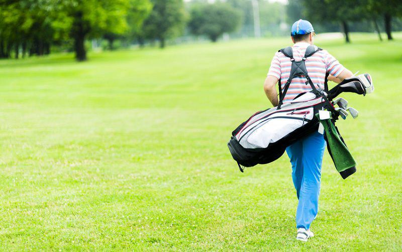 Tirer, pousser, porter son sac de golf, quelle est la meilleure solution ?