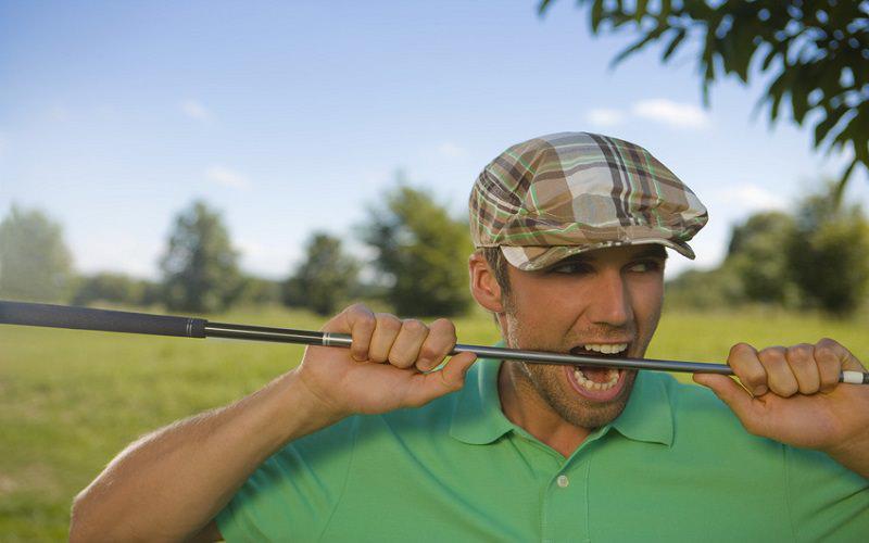 Quand le matériel de golf peut vous faire perdre des coups sur le parcours…