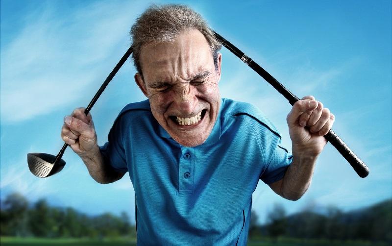Quand un golfeur s'autodétruit sur le parcours de golf…