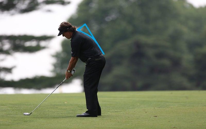 Phil Mickelson est un parfait exemple de posture en C.