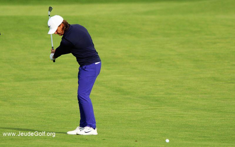 Différence Pro/amateur: La routine avant un swing de golf