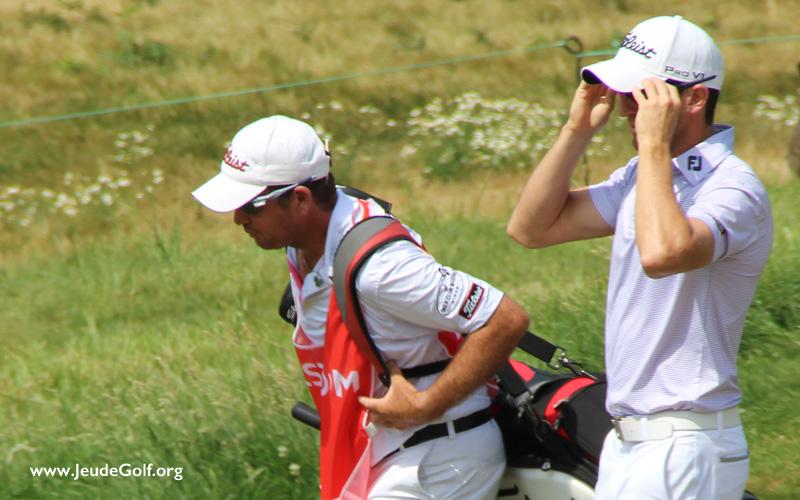 Quand il fait très chaud au golf, se protéger, lunettes et casquette