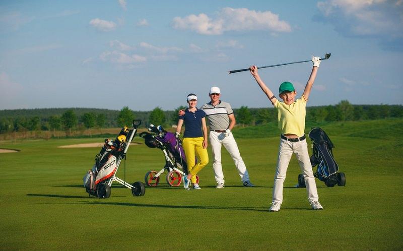 Parents, laissez vos enfants jouer au golf, tout simplement…