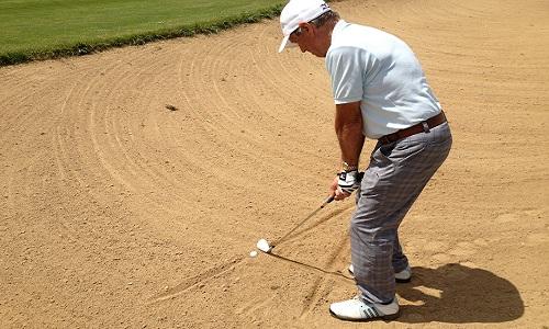 Comment jouer une balle pluggée dans le sable ?