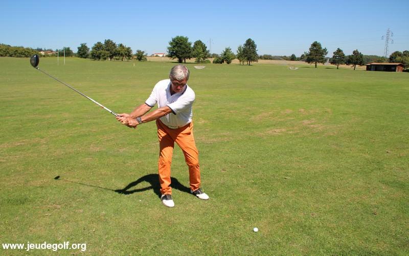 Comment bien jouer un drive au golf r ussir ses coups for Comment jouer au domino astuces