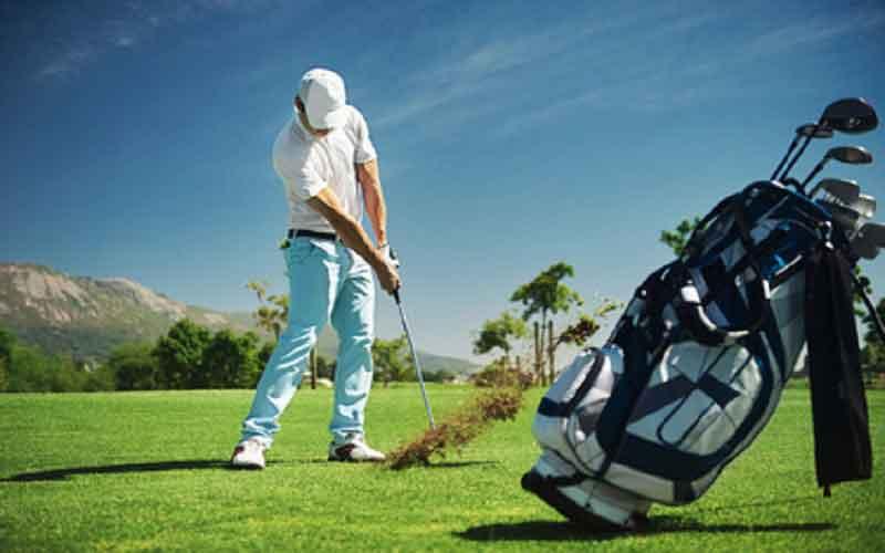 Comment prendre un divot après avoir frappé une balle golf?