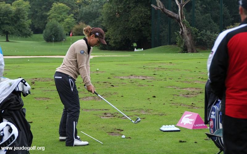 Le déplacement du club sur les quelques premiers centimètres est en fait critique pour la réussite d'un bon swing de golf.
