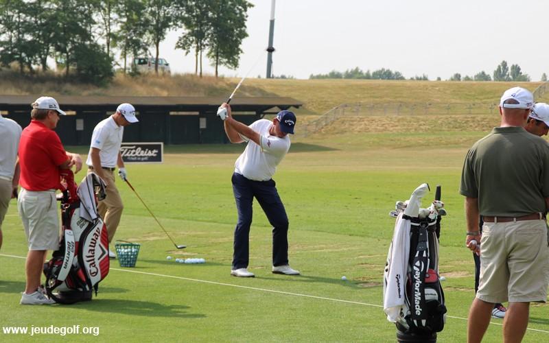 Le swing de golf des pros expliqué en 4 étapes clés pour un amateur