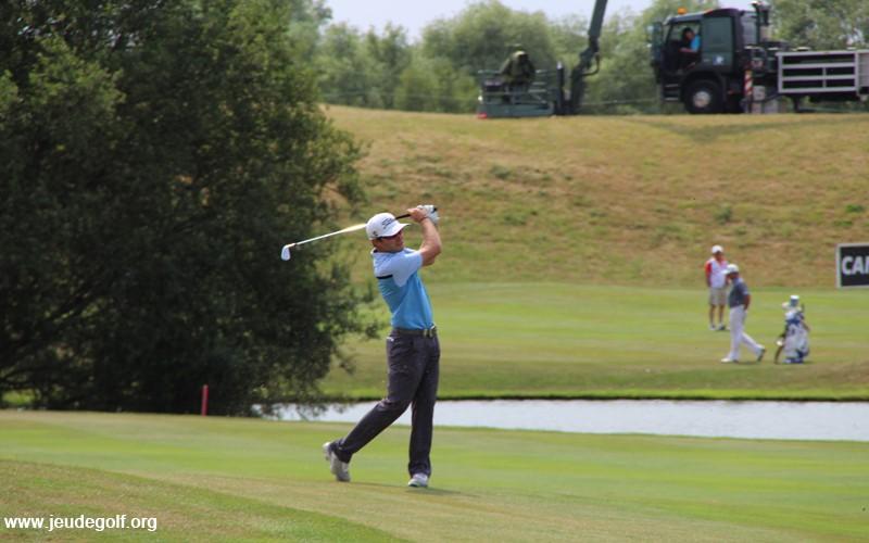 Qu'est-ce qui détermine le feeling ressenti avec un fer de golf?