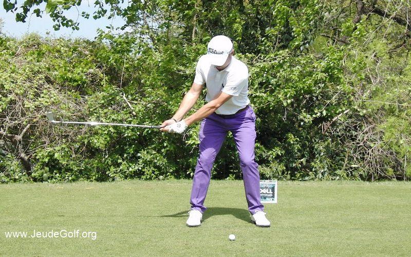 une colonne vertébrale vraiment stable pendant toute la durée du swing permet effectivement de créer un contact vraiment consistant.