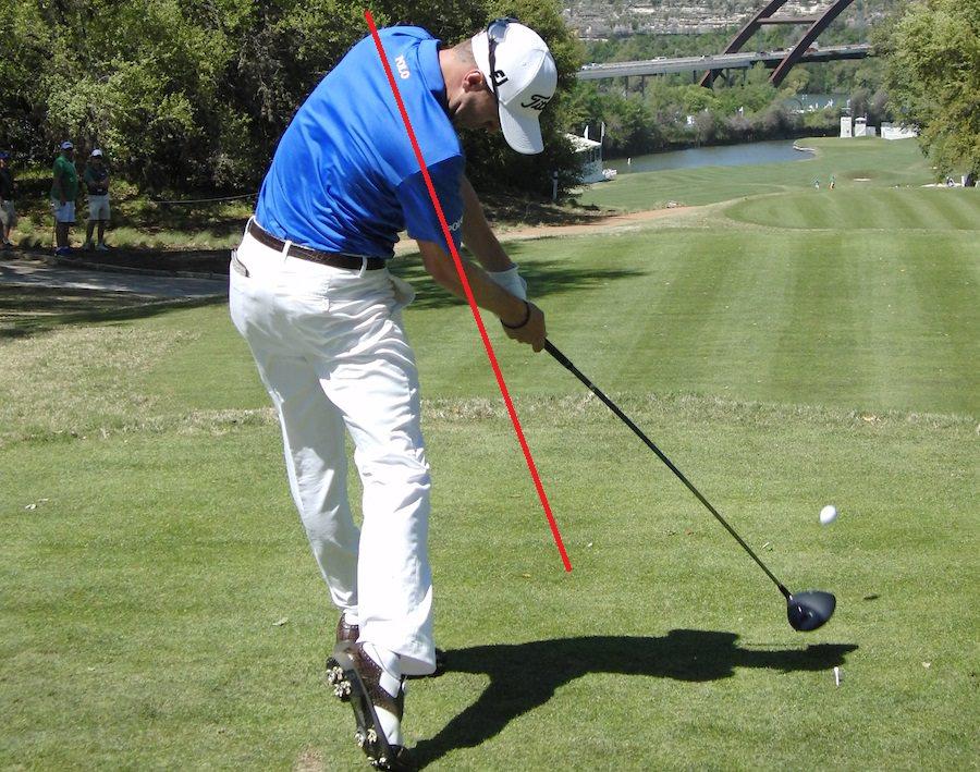 Thomas est capable de dessiner la ligne de compression.  Cette ligne qui part du côté gauche du corps dans une direction la plus éloignée possible de la cible.