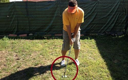 Une balle à l'arrière du stance pour une balle basse