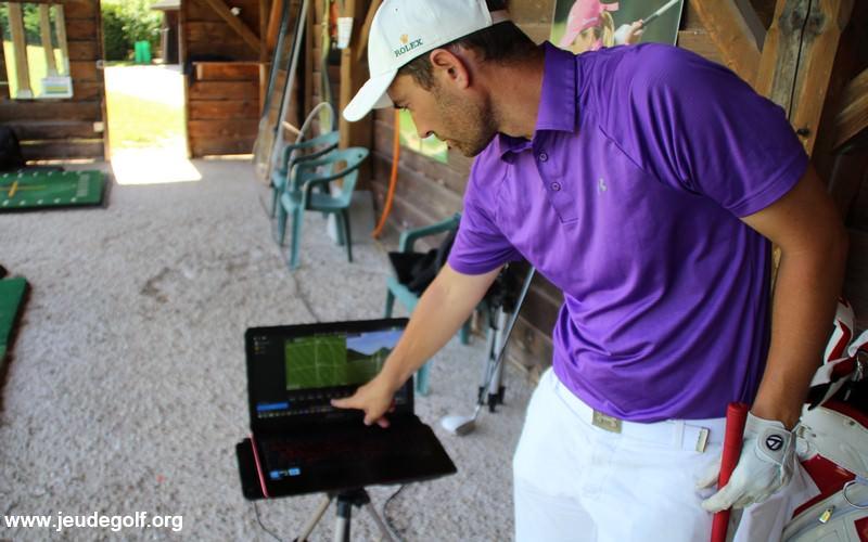 Comprendre la trajectoire d'une balle de golf pour progresser