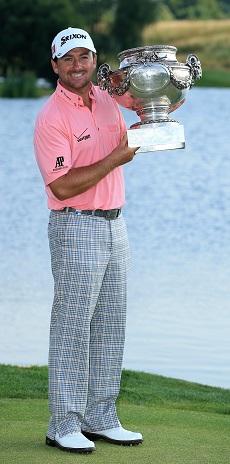 McDowell avec le trophée du vainqueur de l'Alstom Open de France