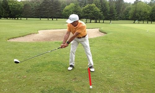 La position de la balle dans le stance : un élément clé du swing