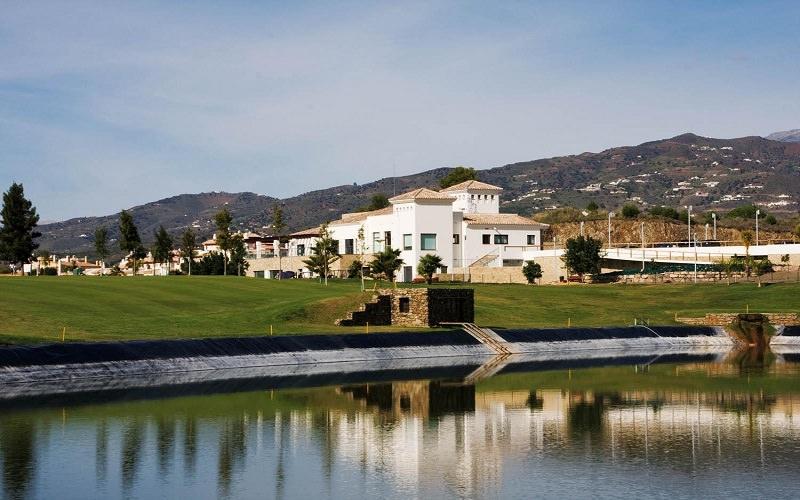 Ainsi le parcours de Baviera Golf à l'est de Malaga propose un package exclusif pour les golfeuses.