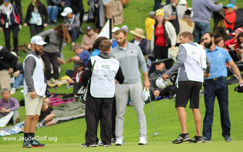 Dustin Johnson sur le green du 18 au Genesis Open