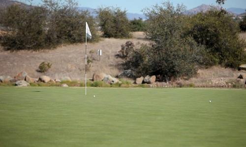 Le drapeau : la finalité au golf