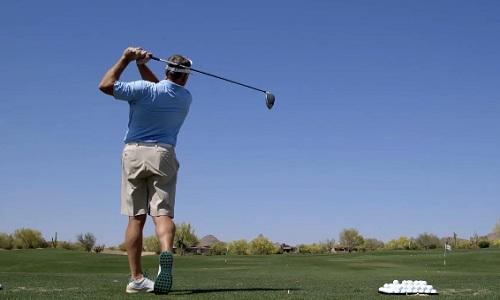 Imaginez le nombre de balles de golf qu'il faut taper cinquante heures par semaine !