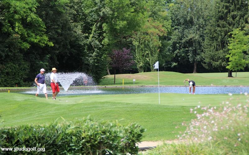Les golfeurs en compétition à Aix-Les-Bains