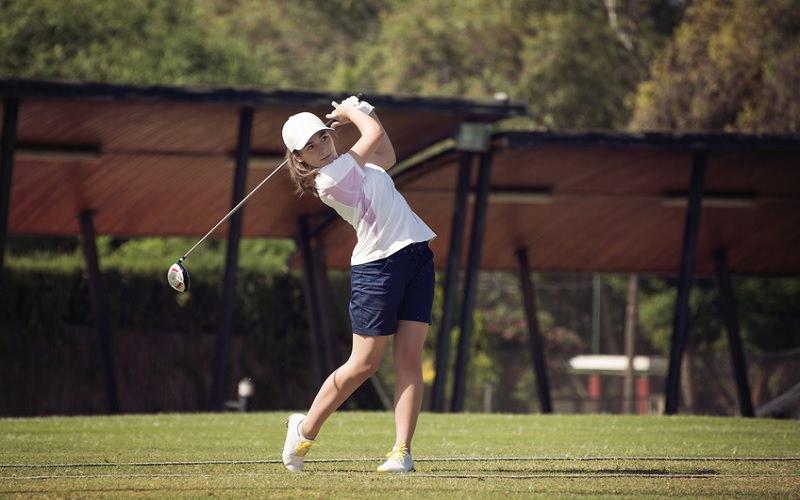 jeune-golfeuse-etudiante.jpg