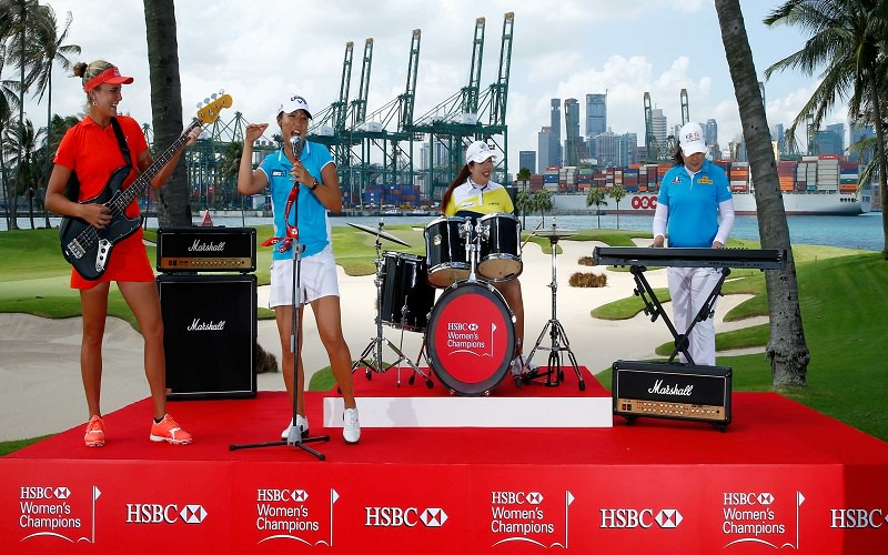 Lexi Thompson sur la scène rock pour les besoins du photo call HSBC - Crédit photo : Getty Images
