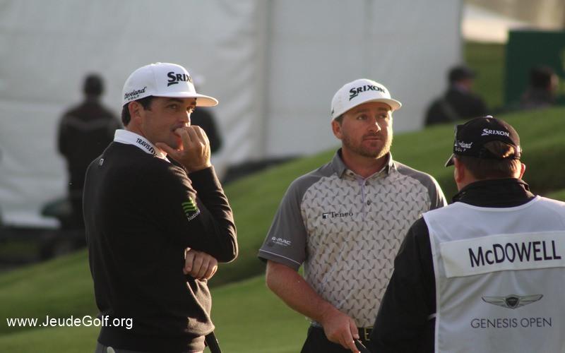McDowell et Bradley attendent sur le green du 2