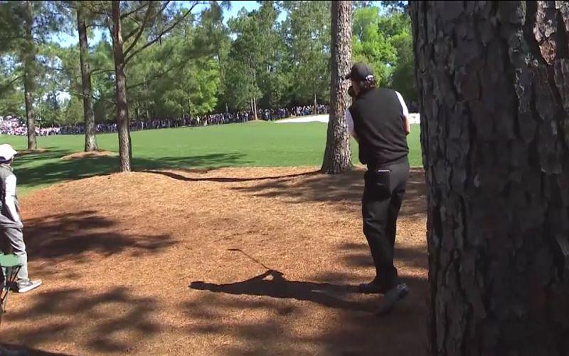 Il semble également que comme pour Bubba Watson, le tracé d'Augusta favorise quelque peu les joueurs gauchers.