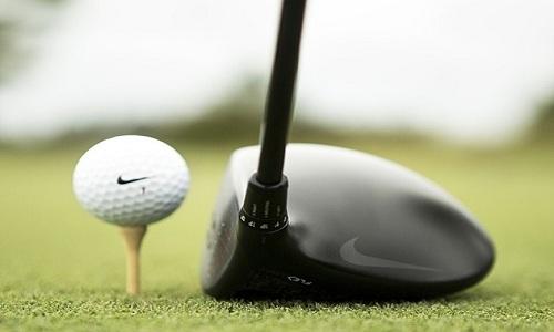 le golf et la marque à la virgule