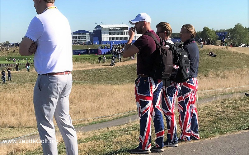 Je croise enfin quelques britanniques avec des pantalons aux couleurs du drapeau britannique.