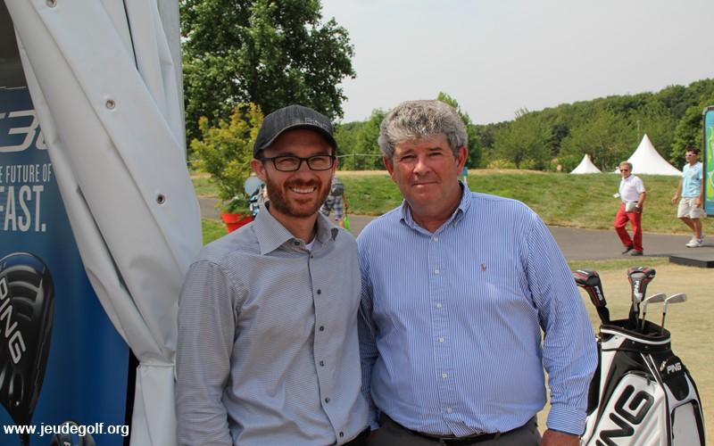 A gauche, David Solheim (vp Ping) et à droite, Jean-Pierre Olivier (directeur Général France)