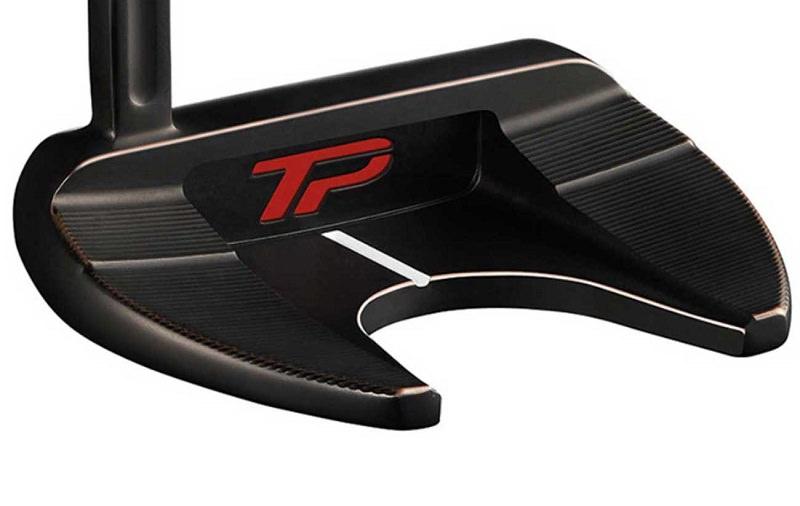 Woods a mis dans son sac un putter maillet TaylorMade TP Black Copper Ardmore 3 qui a été beaucoup remanié par rapport au modèle dans le commerce, et pour correspondre à son besoin.