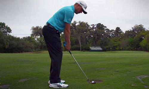 Pour un impact solide, contrôlez le point bas de votre arc de swing