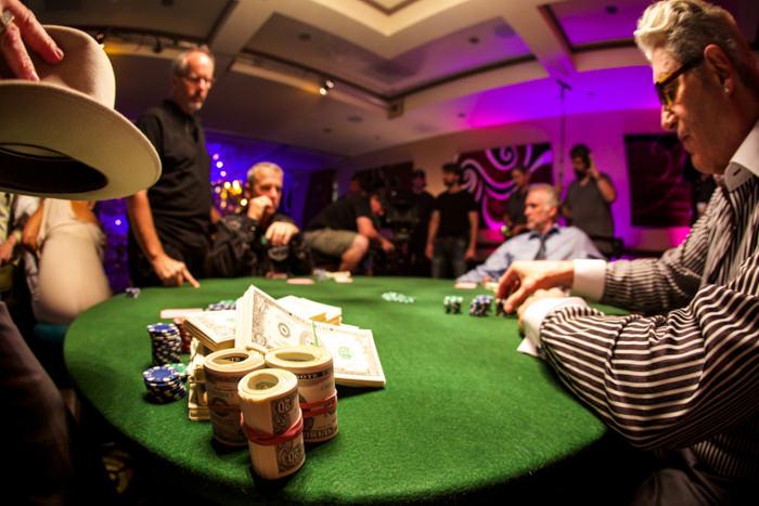 Golf, jeux d'argent, et mafia, le mélange détonnant du scénario de The Squezze