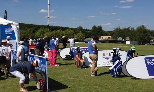 Le stand de la PGA enchaîne les cours de golf