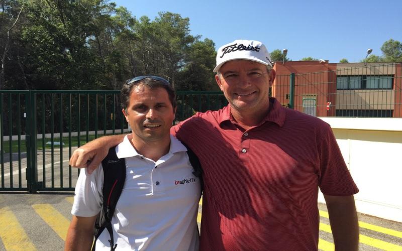 Mark Sweeney (à droite) en compagnie de Loic Gambardella (à gauche) qui a permis cet interview