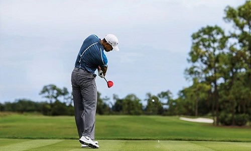 c'est l'arrivée de Tiger Woods en 1996 qui va propulser le golf dans la sphère des sports athlétiques.