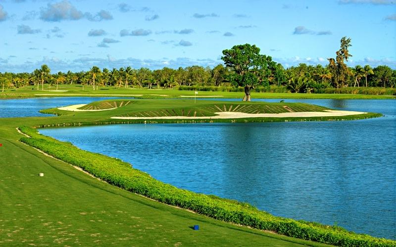Vue du trou 9 du Barcelo Golf Club