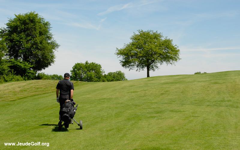 j'aime jouer au golf
