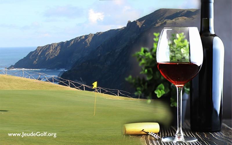 À Madère, jouer au golf, et déguster un bon vin en surplombant l'Océan