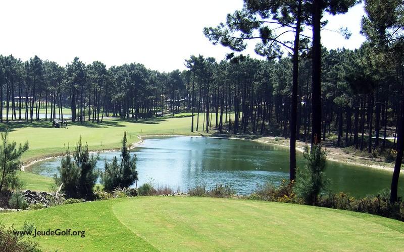 Pourquoi autant d'obstacles d'eau sur les parcours de golf, et comment les aborder ?