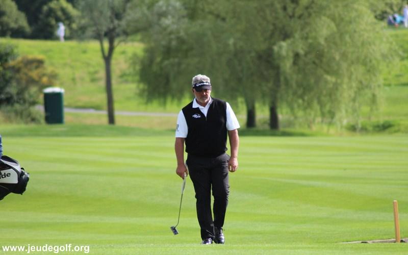 baisse de moral pour ce joueur de golf