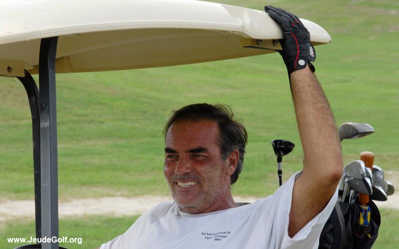 Un golfeur heureux