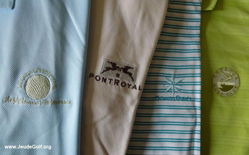 Les golfeurs aiment collectionner les polos, souvenirs de leurs parcours