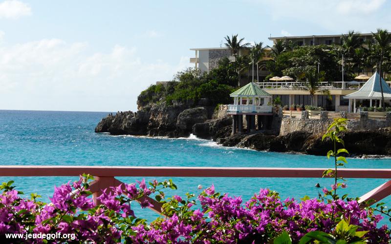 L'île de Saint Martin et la mer turquoise