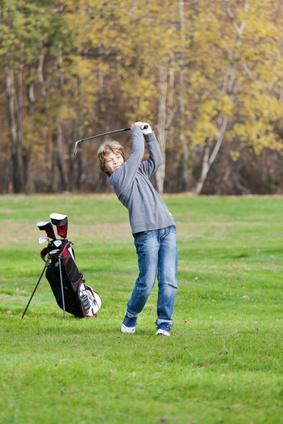enfant golfeur